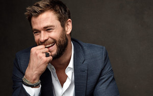 Preview wallpaper of Actor, Australian, Beard, Chris Hemsworth, Smile