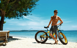 Preview wallpaper of Sea, Beach, Bicycle, Man, Model, Sunglasses