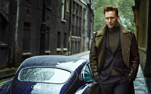 Preview wallpaper of Actor, Blue Car, Boy, Celebrity, Tom Hiddleston
