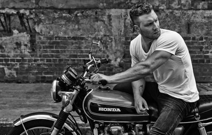 Обои Jai Courtney, байк