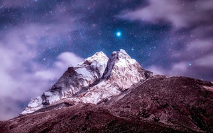 Смотреть обои Himalayas, Mountains, Peak, Starry Sky, Clouds