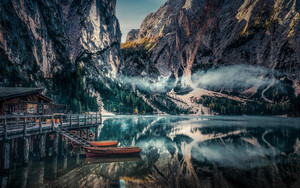 Смотреть обои Reflection, Kayak, Fog, Dolomite Mountains, Italy