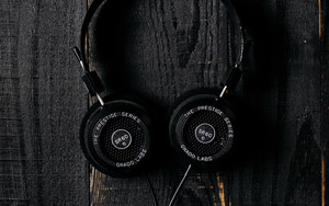 Смотреть обои Headphones, Surface, Wooden, Dark