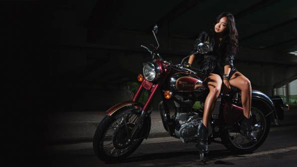 Обои Royal Enfield и девушка