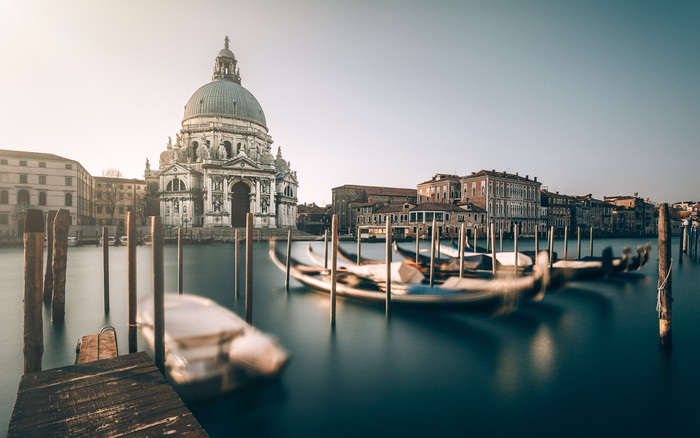 HD Wallpaper of Building, Dome, Gondola, Italy, Venice