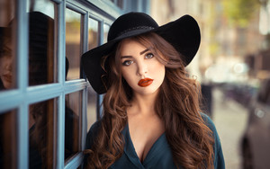 Preview wallpaper  Brunette, Girl, Hat, <b>Lipstick</b>, Model, Woman