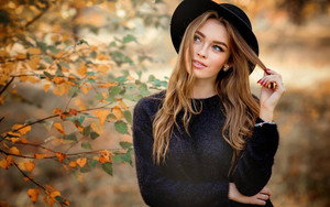 Смотреть обои Blonde, Blue Eyes, Girl, Hat, Model, Mood