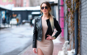 Смотреть обои Girl, Leather Jacket, Model, Sunglasses, Woman