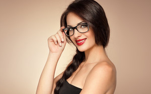 Смотреть обои Brown, Girl, Glasses, Long Hair, Model, Smile