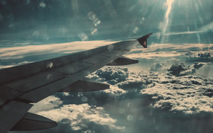 Смотреть обои Airplane Wing, Clouds, Glare