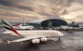 Смотреть обои Emirates Airline, Airbus A380, Терминал, Аэропорт