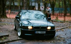 Preview wallpaper of Черный бумер bmw 740 e38