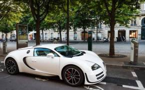 Смотреть обои Bugatti Veyron SuperSport белого цвета