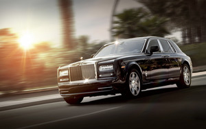Смотреть обои Rolls-Royce, Phantom, Luxor, Side Wiew, Motion