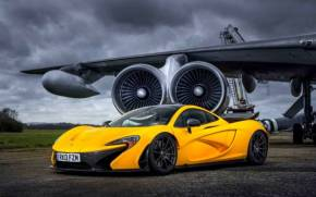 Смотреть обои McLaren P1, Yellow Supercar, Самолет
