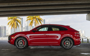 Preview wallpaper of porsche cayenne, gts coupe, red