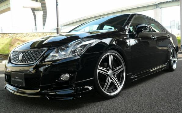 Обои toyota crown athlete supercharger