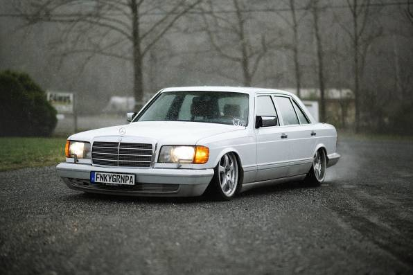Обои Mercedes-Benz W126 SEL stance low