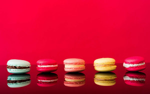 Смотреть обои Macaron, Reflection, Still, Life, Sweets