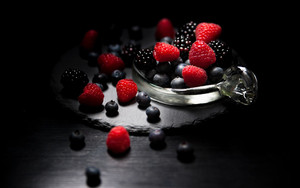 Preview wallpaper of raspberries, berries