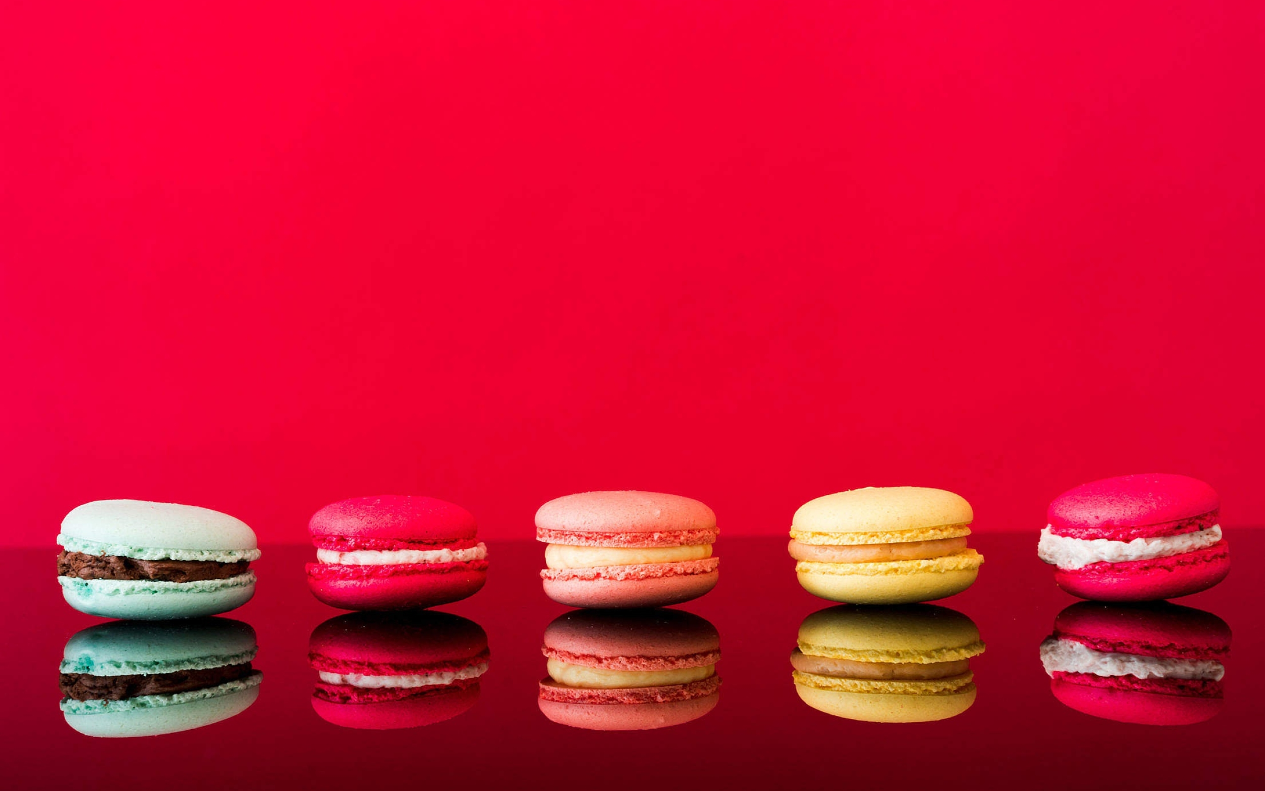 wallpaper macaron  reflection  still  life  sweets desktop picture  u0026 hd photo